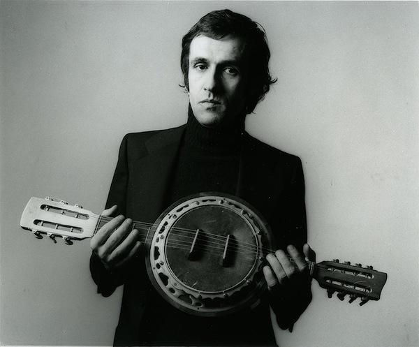 Alighiero Boetti, Strumento musicale, 1970-90, Fotografia di Paolo Mussat Sartor su indicazioni dell'artista