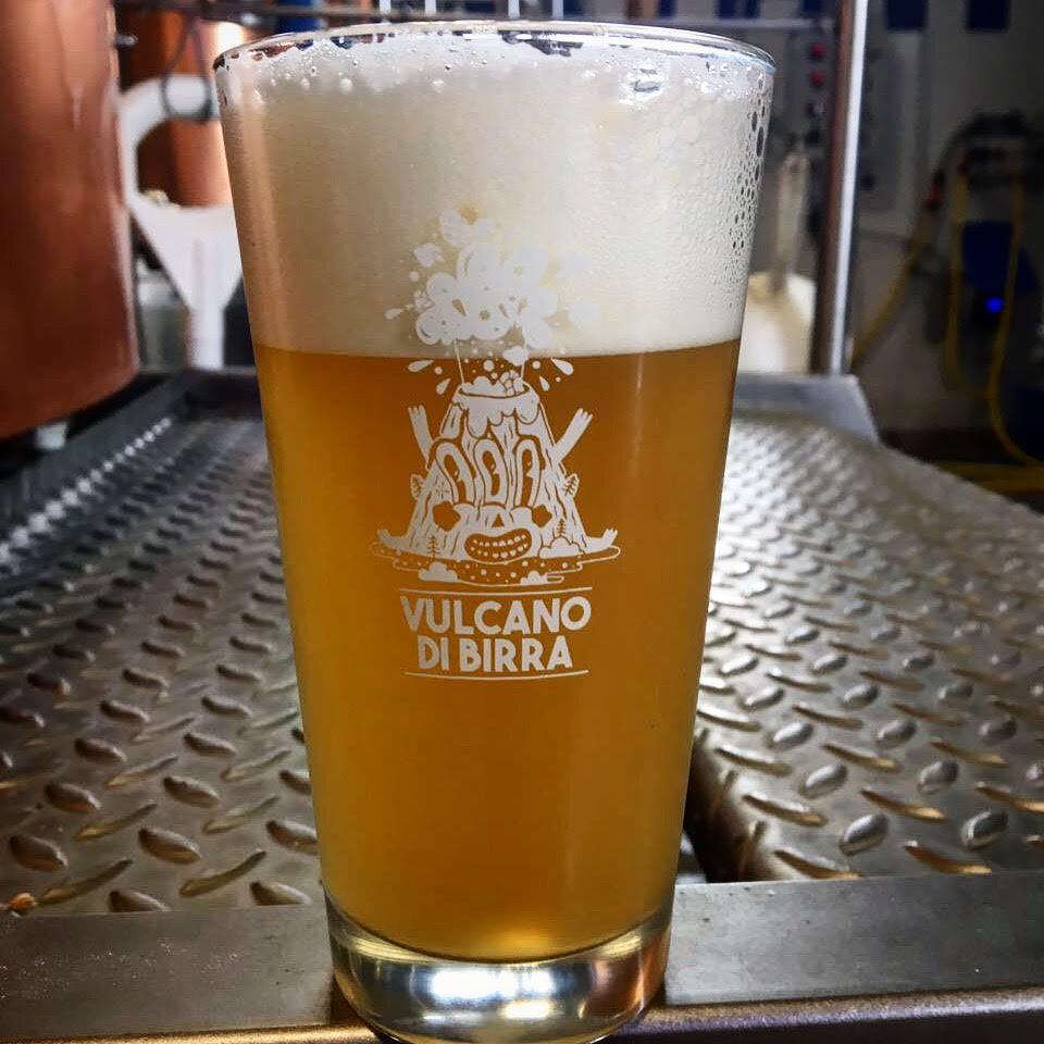 bicchiere vulcano di birra