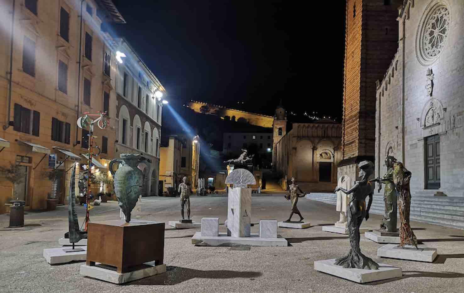 La Piazza in attesa – Piazza del Duomo, Pietrasanta (Lucca)